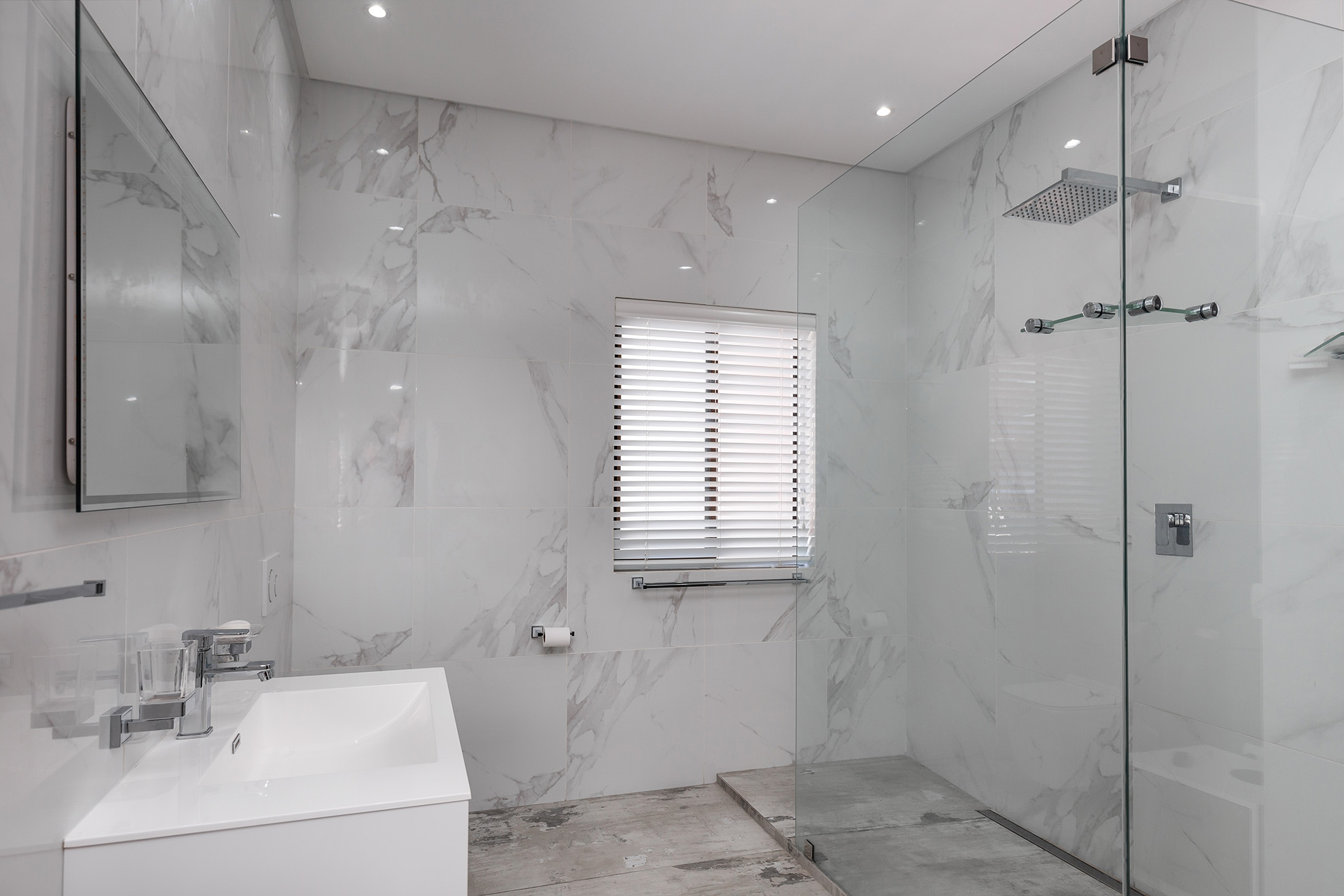 Chad Le Clos apartment open plan bathroom